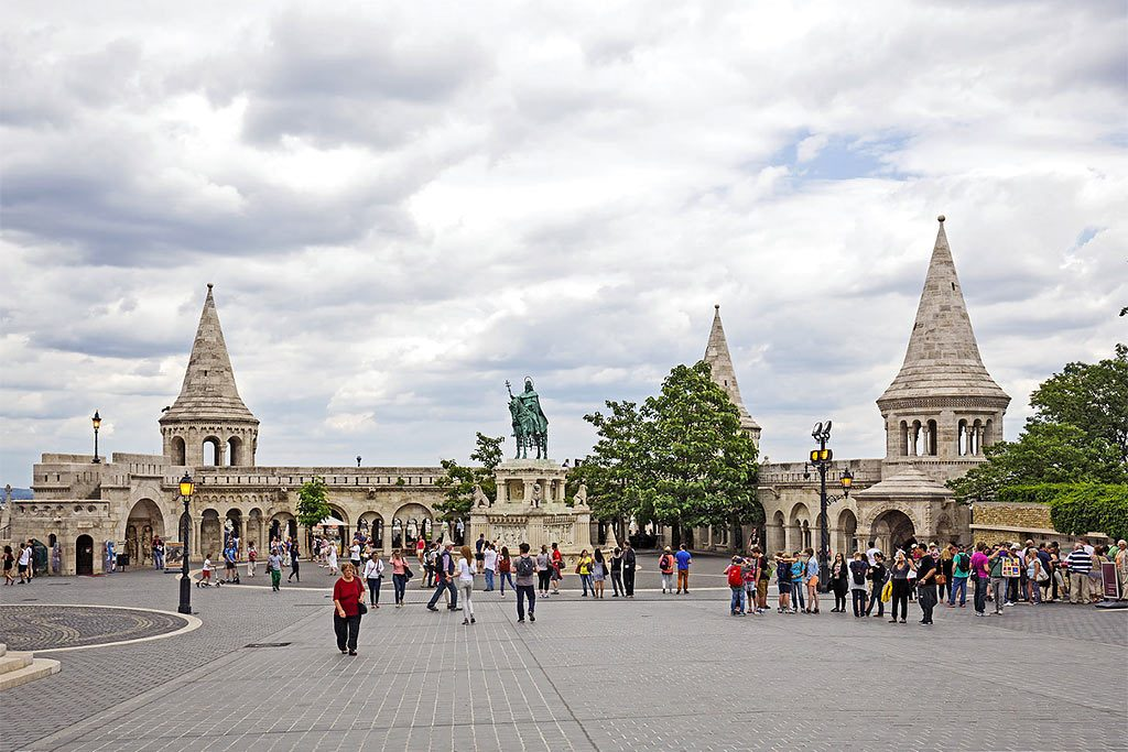 Private Buda Castle Walk with Cafe Stop, Absolute Tours Budapest,Buda castle, Budapest walking tour,guided tours in Budapest
