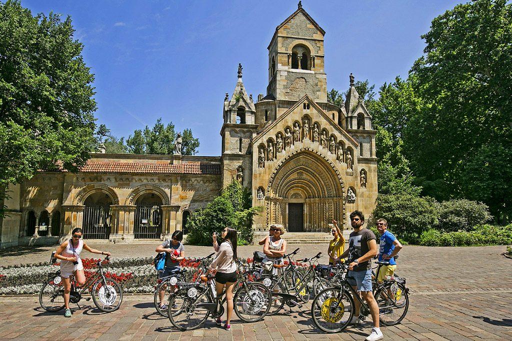 Budapest Highlights Bike Tour