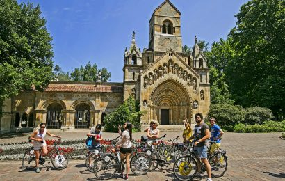 Budapest Highlights Bike Tour with Cafe Stop