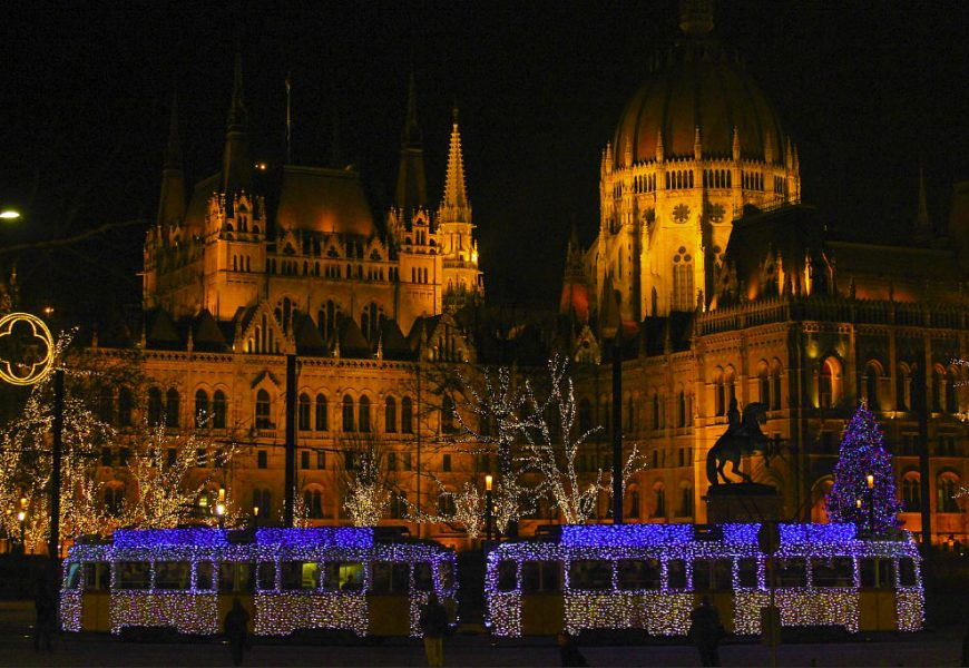 Budapest Christmas Market Tour with Basilica Visit and Mulled Wine