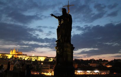 Prague Night Walking Tour & Boat Cruise
